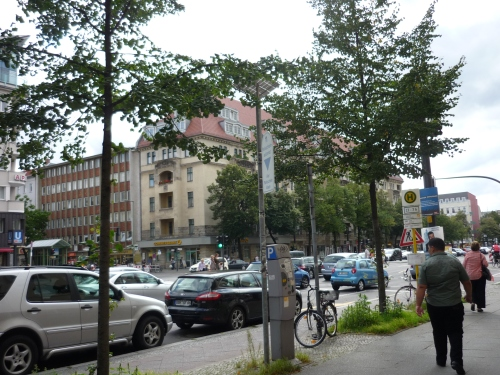 Eine verkehrsreiche Großstadtstraße