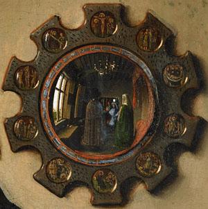 """Der Spiegel aus dem Hintergrund von Jan van Eycks """"Arnolfini-Hochzeit"""". Man sieht darin das Brautpaar von hinten."""