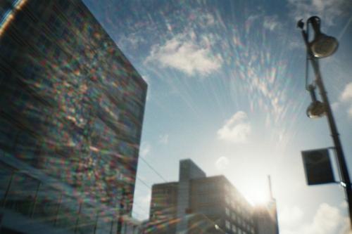 Hochhäuser vor einem weiten Himmel