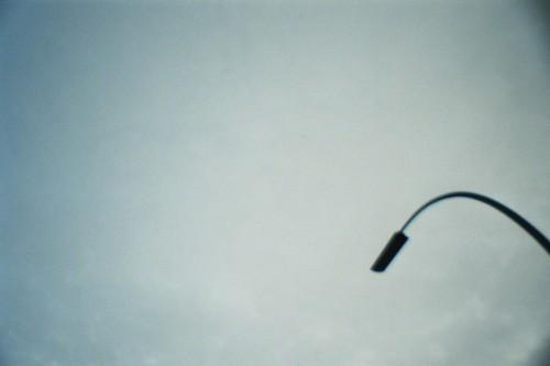 Eine Bogenlampe vor dem Himmel