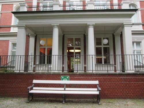 Das Eingangsportal der Villa Oppenheim