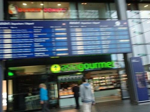 Hauptanzeigetafel im Hauptbahnhof Berlin