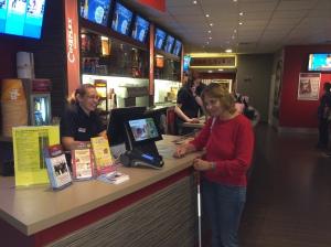 Barbara an der Kinokasse