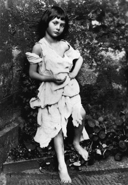 Alice als Betelmädchen