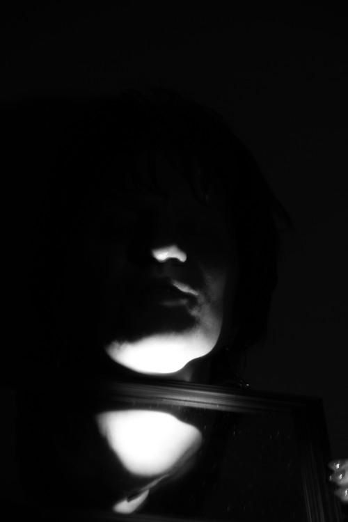 Unterer Teil eines Gesichts in Schwarz-Weiß