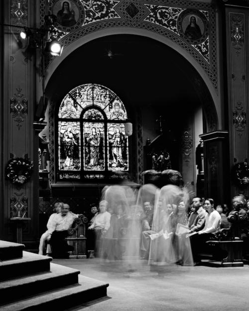Innenraum einer Cathedrale in schwarz-qeiß